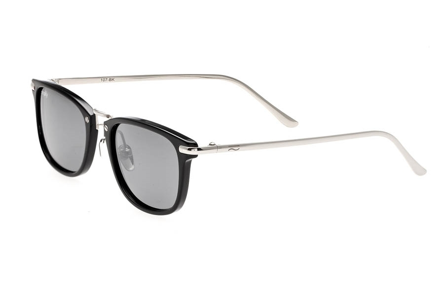 Simplify Foster Sunglasses in Simplify Foster Sunglasses